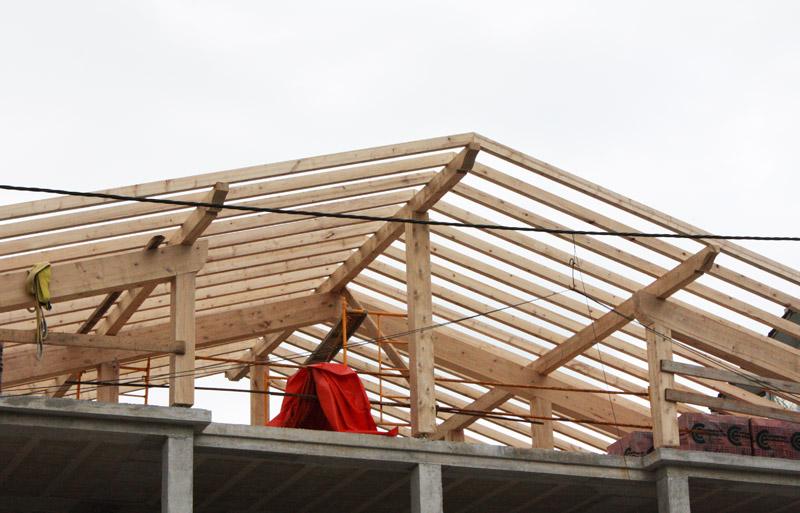 Cubiertas de madera laminada la madera de la cubierta es - Estructuras de madera laminada ...