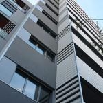 Detalle de fachada de edificio de viviendas en Hospitalet
